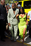 Kim Kardashian og Donald Trump Kim Kardashian går i