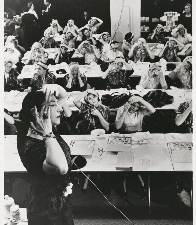 Tusenvis av kvinner lærte alt om skjønnhetsrutiner av Helena selv eller av hennes team. FOTO: NTB Scanpix/ Produsentene