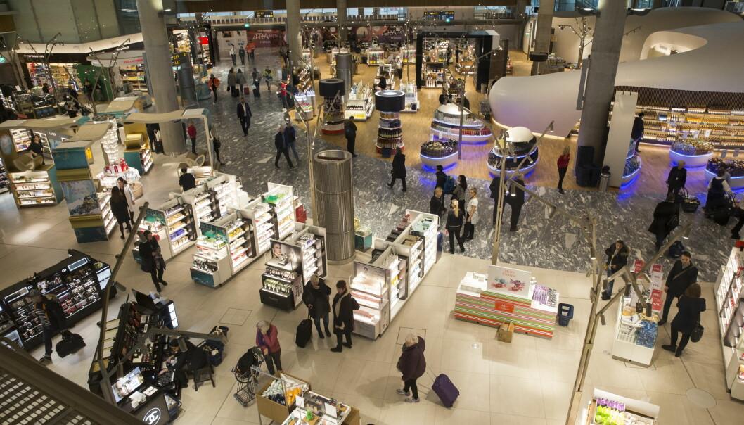 <strong>KNUTEPUNKT NUMMER ÉN:</strong> Oslo lufthavn Gardermoens betydning som knutepunkt øker. Flyplassens andel av utlandstrafikken har økt fra 61 til 68 prosent fra 2015 til 2017, ifølge Avinors reisevaneundersøkelse. Foto: Berit Roald/NTB scanpix.