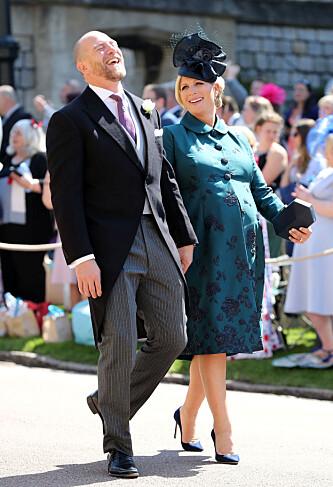 ENORM STØTTE: Zara Tindall sier at ektemannen Mike Tindall har vært en stor støtte for henne i den tøffe tiden. Her er ekteparet fotografert på vei inn i bryllupet til prins Harry og hertuginne Meghan i mai. Da var hun høygravid med datteren Lena Elizabeth. FOTO: NTB Scanpix