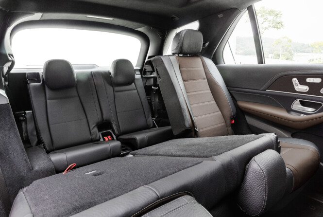 <strong>EN EKSTRA SETERAD:</strong> Nye GLE er lengre enn forgjengeren, og dermed har to ekstra seter bakerst fått plass. Foto: Daimler AG