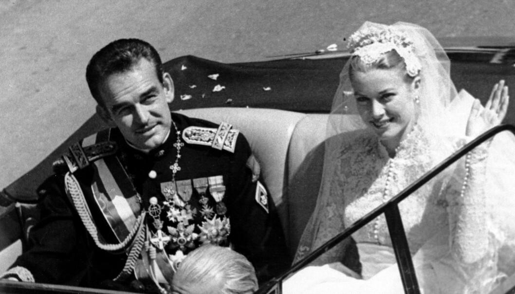 <strong>BRYLLUPET:</strong> Den amerikanske filmstjernen Grace Kelly møtte fyrst Rainier III i forbindelse med filmfestivalen i Cannes i 1955. Ett år senere var de to gift. Bryllupet ble holdt i april 1956. FOTO: NTB Scanpix