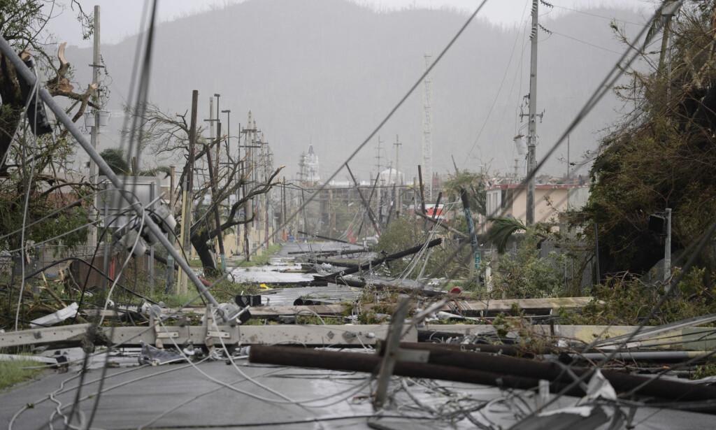 MANGLET STRØM: Store deler av strømforsyningen på Puerto Ricoble ble slått ut av orkanen. Foto: AP / NTB scanpix