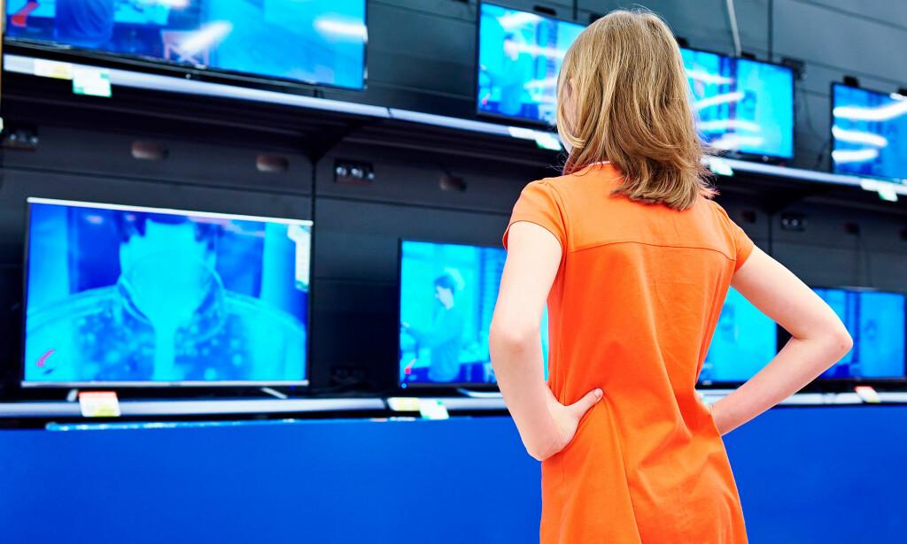 VALGETS KVALER: Det er ikke akkurat manko på TV-modeller å velge blant i butikkhyllene. Foto: Shutterstock / NTB Scanpix