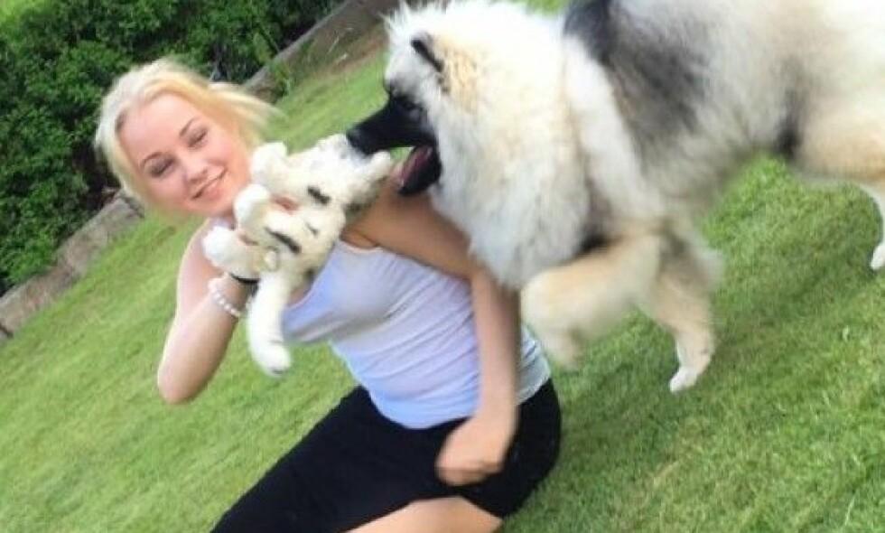 ELSKET DYR: Hanne var opptatt av dyr, om det var hund eller hest. Hun døde i september i fjor, bare 18 år gammel. 15 år gammel begynte hun med heroin under barnevernets omsorg. Foto: Privat