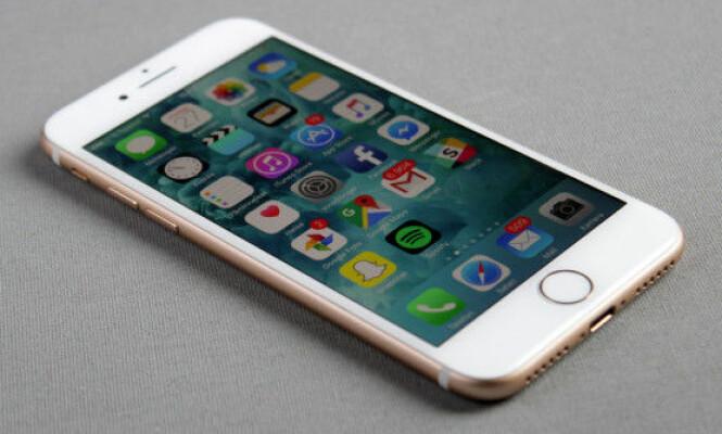 <strong>FLOTT SKJERM:</strong> Den har ikke allverdens til oppløsning, men iPhone 7-skjermen er svært god på farger og innsynsvinkel. Foto: Pål Joakim Pollen