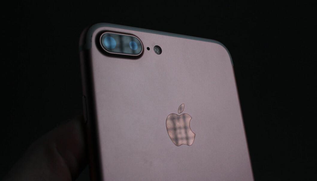 <strong>TO KAMERAER:</strong> iPhone 7 Plus er den første Apple-telefonen med to kameraer på baksiden. Foto: Pål Joakim Pollen