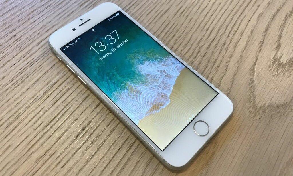 FORTSATT HJEMKNAPP: iPhone 8 er den siste toppmodellen fra Apple med hjemknapp. Foto: Pål Joakim Pollen