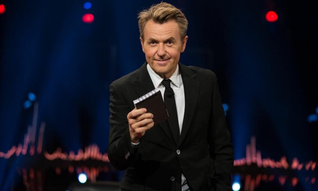 OMKAMP: Fredrik Skavlan byr opp til testosteronfylt hanekamp i TV2-debuten. Foto: TV 2