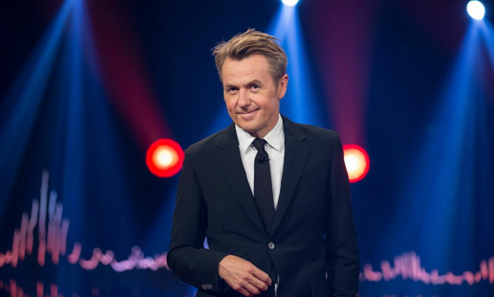 HALVPARTEN SÅ MANGE: Foreløpig er det NRK og Lindmo som vinner fredagskvelden, mens Fredrik Skavlan bare har halvparten av Lindmos seere på TV 2.
