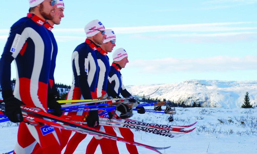 SI KLART IFRA! Norske skihelter har ikke akkurat dominert dopingdebatten de siste årene. Nå må utøverne våge å stille krav til en mer rettferdig dopingkontroll. I mellomtida får Petter Northug og gamle landslagshelter fra ti år tilbake fungere som statister. Her er de under innspillingen av en reklamefilm i 2006. Foto: John Rørdam/SAS Braathens AS