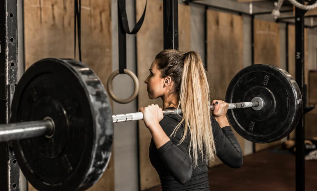 BYGGE MUSKLER: - De som trener styrke for å bygge muskelmassen og samtidig ligger i kaloriunderskudd, blir stående å stange hodet i veggen, sier eksperten. FOTO: NTB Scanpix