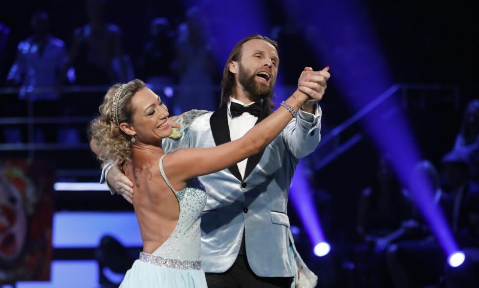 FÅR KOMME TILBAKE: Aune Sand og dansepartneren Ewa måtte egentlig forlate konkurransen i helga. Nå er de tilbake i «Skal vi danse». Foto: TV 2