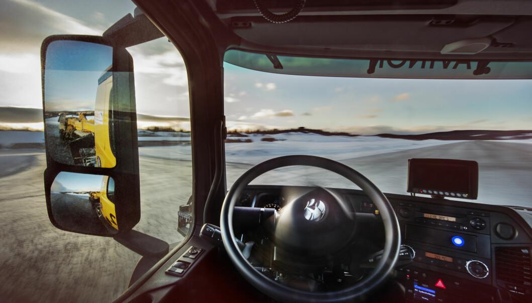 <strong>SELVKJØRENDE BRØYTEBIL PÅ OSLO LUFTHAVN:</strong> Avinor skal teste ut to selvkjørende brøytebiler på Oslo Lufthavn i vinter. Målet er en stadig mer effektiv flyplass. Enn så lenge vil det være en sjåfør med for observasjon. Foto: Avinor