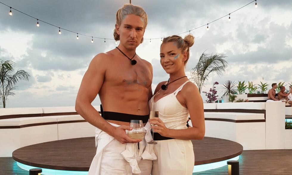 KJÆRLIGHETEN BLOMSTRER: Andreas Kronheim og Silje Bjørnstad Andersen har fått varme følelser for hverandre under innspillingen av «Love Island». Foto: TV3