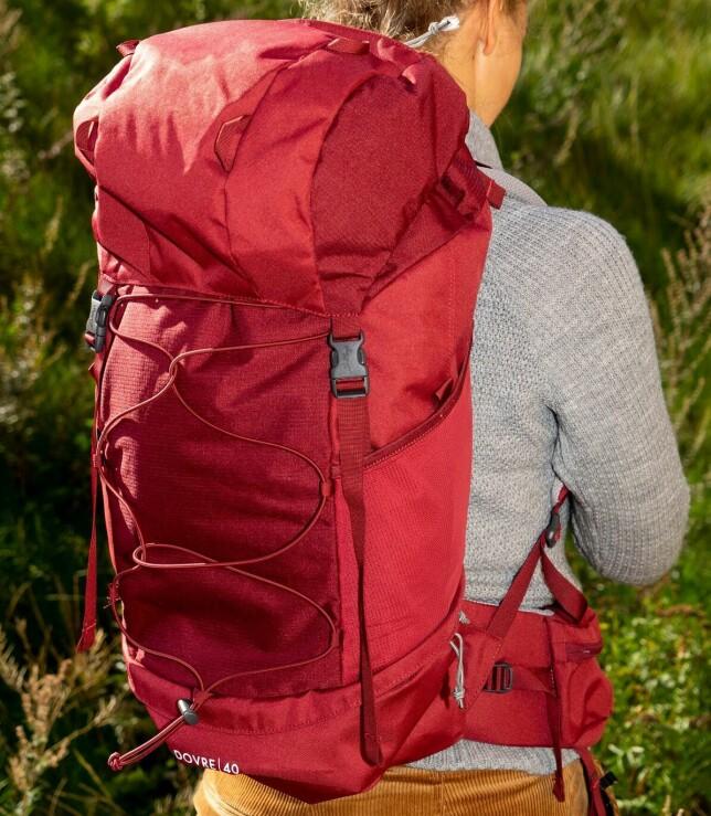 LITEN FJELLSEKK: Sekken fra Lundhags oppleves som en av de største på ryggen, og minner om en liten versjon av en fjellsekk. Foto: Per Ervland