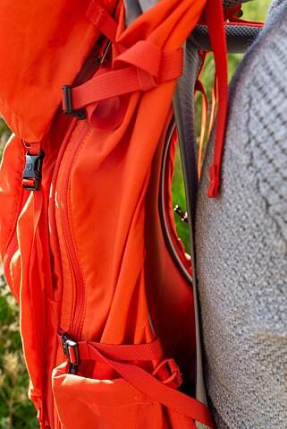 AVKJØLENDE: Et nett som ligger inntil ryggen skaper avstand til sekkens bakside. Foto: Per Ervland