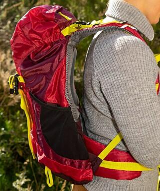 BAKTUNG: Sekken føles baktung, og det er vanskelig å få den til å sitte behagelig på ryggen. Foto: Per Ervland