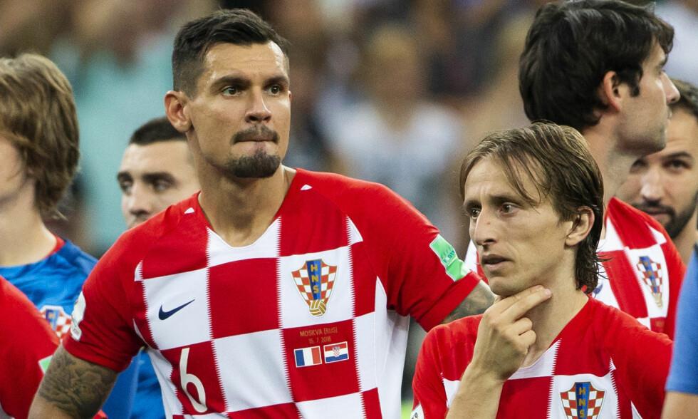 Kroatias Luka Modric (t.h.) og Dejan Lovren etter tapet VM-finalen i fotball mellom Frankrike og Kroatia på Luzhniki stadion. Foto: Svein Ove Ekornesvåg / NTB scanpix