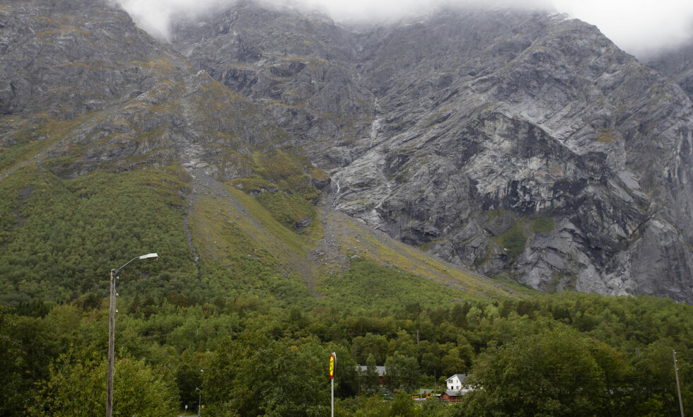 RØDT NIVÅ: Det er åttende gang siden 2014 det er rødt nivå ved dette fjellpartiet i Rauma i Romsdal. Arkivfoto: Svein Ove Ekornesvåg / NTB scanpix