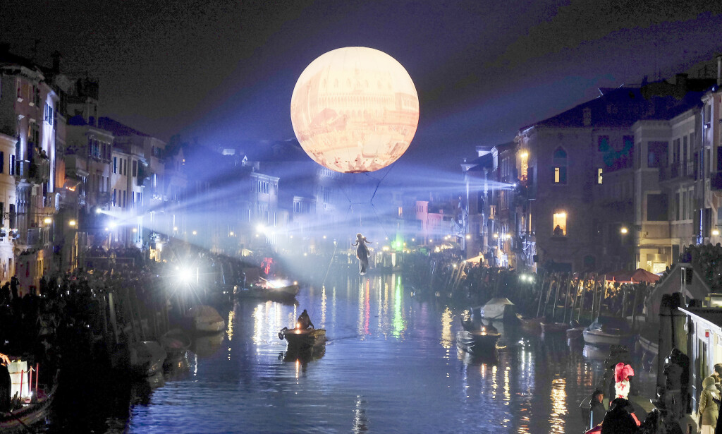 FORBUD: Ordføreren i Venezia har foreslått et nytt turistforbud som får selv lokalbefolkningen til å reagere. Her fra karneval i Venezia i 2016. Foto: Reuters / NTB Scanpix