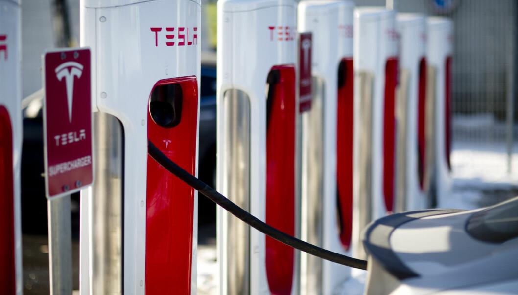 <strong>ØKTE GEBYRER:</strong> Tesla øker gebyrene for å okkupere et ladepunkt når bilen er fulladet. Foto: Jonas Frøland / NTB scanpix