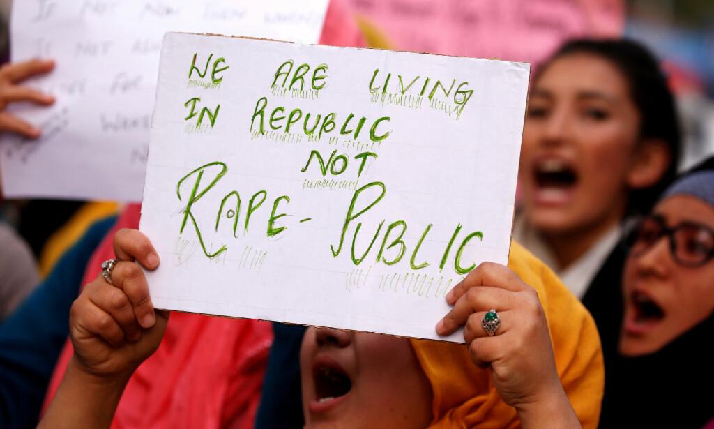 PROTEST: De mange voldtektssakene i India har ført til massive demonstrasjoner. Her fra da en 8 år gammel jente ble voldtatt og drept i april. Foto: Reuters / NTB Scanpix