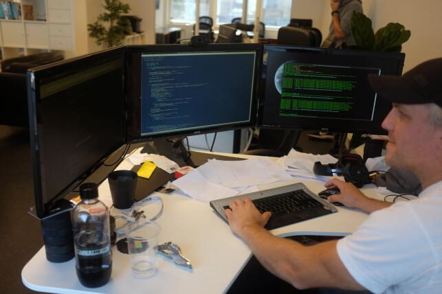 Utvikler Nils Hofgaard mener Linkpulse har litt andre krav til Javascript enn mange andre applikasjoner. Foto: Jørgen Jacobsen
