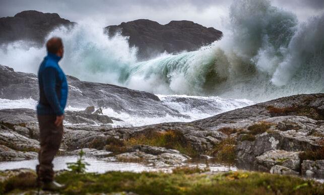 image: - Tror ikke jeg har sett så store bølger før