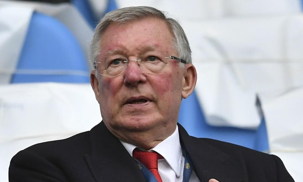TILBAKE PÅ OLD TRAFFORD: Sir Alex Ferguson er på stadion for første gang siden april. Foto: AFP PHOTO / Ben STANSALL / NTB Scanpix