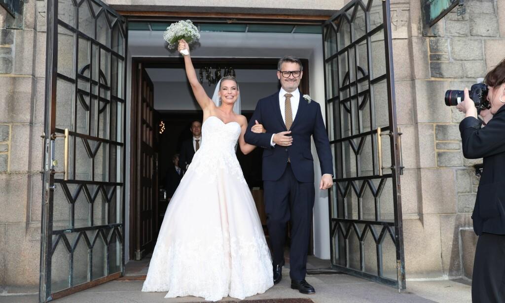 PAR I HJERTER: Lørdag ettermiddag kunne Cecilie Caroline Waade og Thomas Seltzer juble høyt etter å ha giftet seg i Frogner kirke i Oslo. Foto: Andreas Fadum / Se og Hør