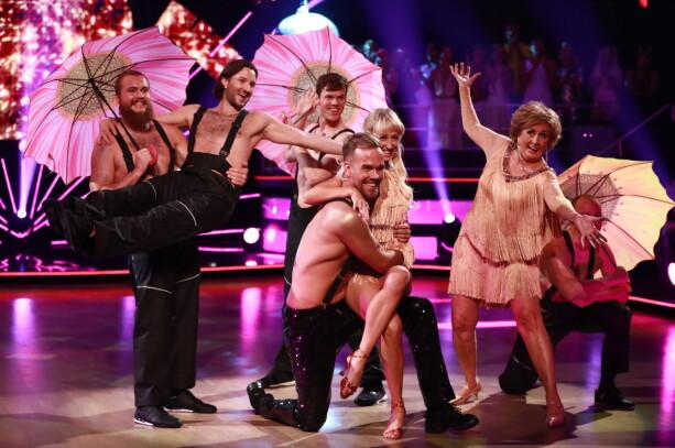 FJERDE PAR: Morten Hegseth og dansepartner Mai Mentzoni hadde med seg henholdsvis Glenn Jensen (andre fra venstre) og Trude Drevland (t.h.). Foto: NTB Scanpix