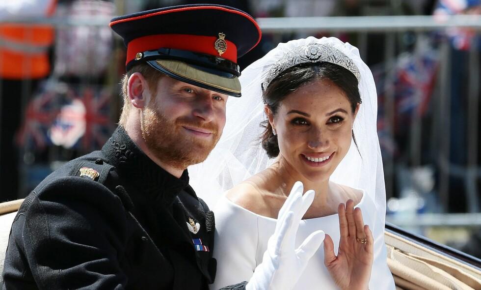 HEMMELIG GEST: Fire måneder etter at prins Harry og Meghan Markle ble mann og kone, avslører sistnevnte et hittil ukjent kjoledetalj. Foto: NTB Scanpix