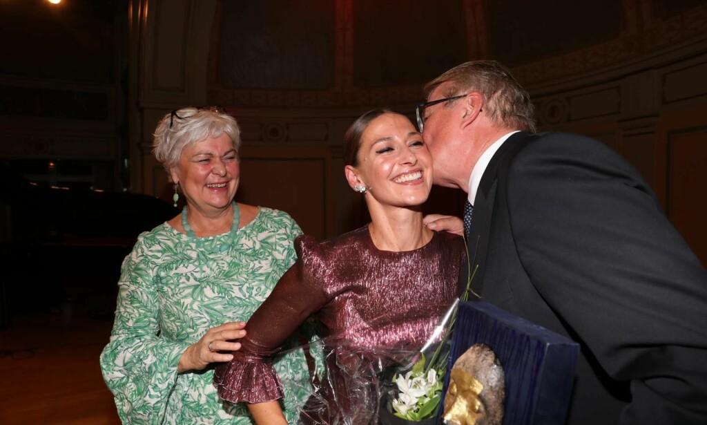 TAKKNEMLIG: Pia Tjelta ble i kveld tildelt «Wenche Foss' ærespris». Foto: Andreas Fadum / Se og Hør