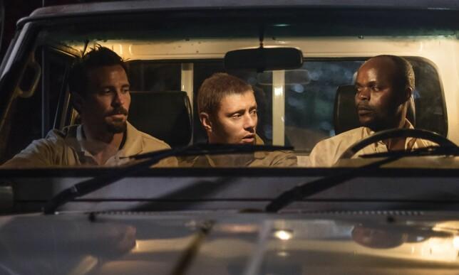 PORTRETTERES: Tjostolv Moland (Tobias Santelmann), Joshua French (Aksel Hennie) og sjåføren Abedi Kasongo (Patrick Madise) i en scene fra filmen. Kasongo ble drept 5. mai 2009. Foto: Friland Film