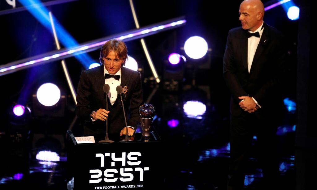VERDENS BESTE: Luka Modric ble mandag kåret til verdens beste fotballspiller i 2018. Foto: Reuters/John Sibley