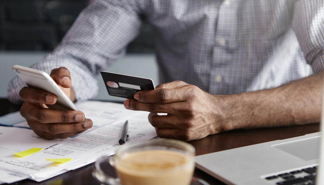 <strong>FLYTTE LÅN:</strong> Har du ikke lykkes med å prute ned renten på lånene dine, bør du vurdere å bytte bank. Men, hvordan går du fram og hvilke kostnader kan du støte på underveis? Foto: Shutterstock/NTB Scanpix.