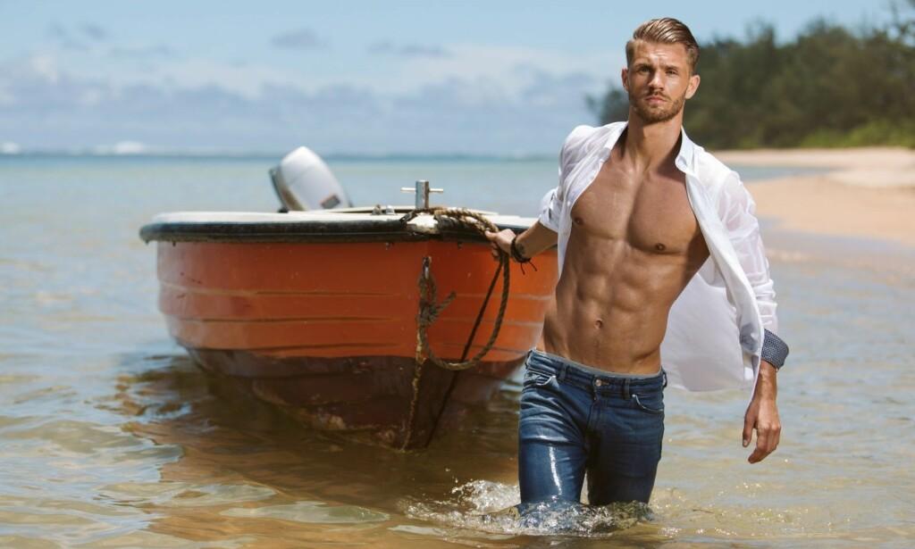 COMEBACK: Daniel Aakre Pedersen ble sendt ut av «Ex on the Beach», men dukket plutselig opp igjen i kveldens episode. Foto: Toke Mathias Riskjær / Discovery