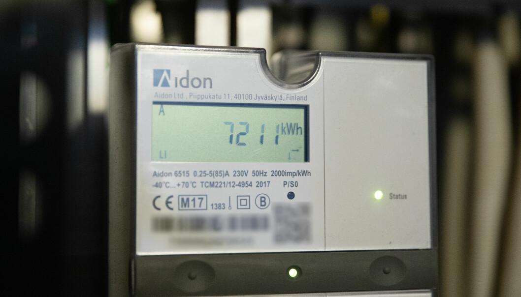 <strong>STRØMPRISER:</strong> Strømprisen på kraftbørsen har falt fra nesten 60 øre per kilowattime til under 30 øre. Men det kommer trolig ikke til vise igjen på strømregningen. Foto: NTB scanpix