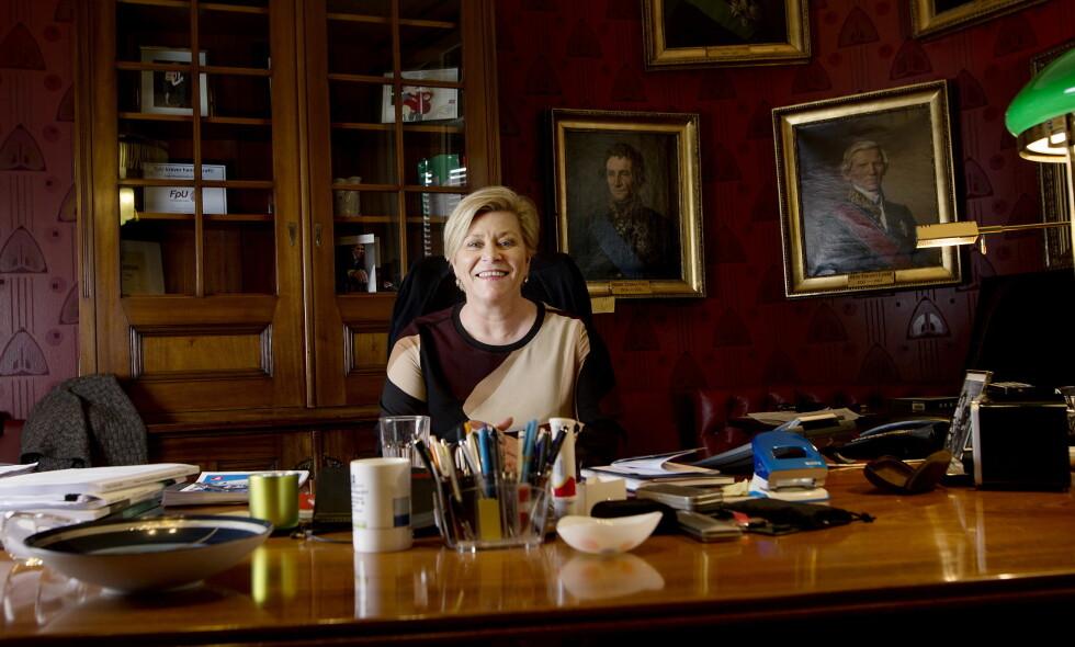 STRAMMER TIL: Finansminister Siv Jensen (Frp). Foto: Anita Arntzen