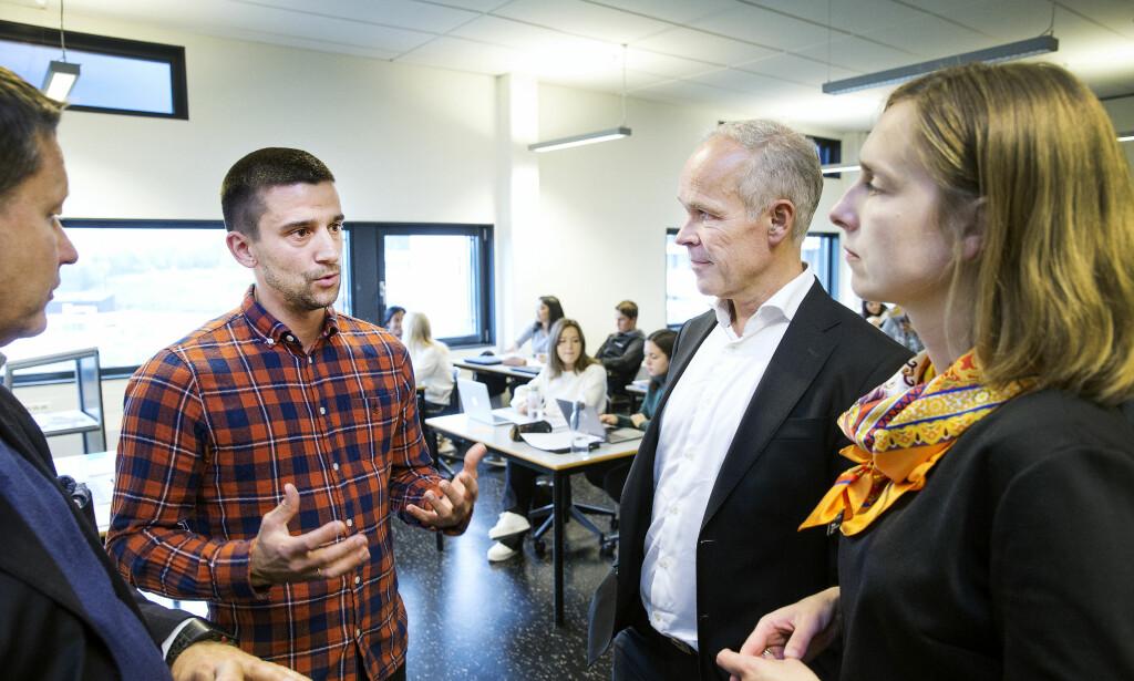 SPESIALIST: Ole Henrik Ishoel er lærerspesialist på Mailand videregående skole. Selv skulle han gjerne hatt mer tid til oppgavene. Foto: Henning Lillegård / Dagbladet