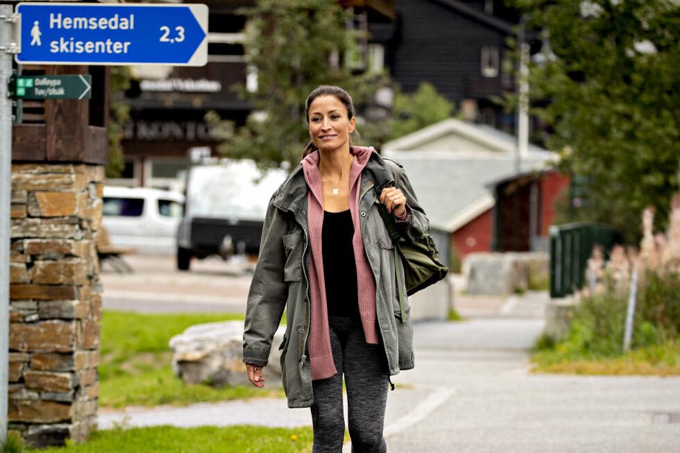STORE KONTRASTER: For ti år siden var Rebecca Loos (41) et yndet objekt i europeisk presse. Nå nyter hun en mer tilbaketrukket tilværelse i Hemsedal. Foto/video: Bjørn Langsem / Dagbladet