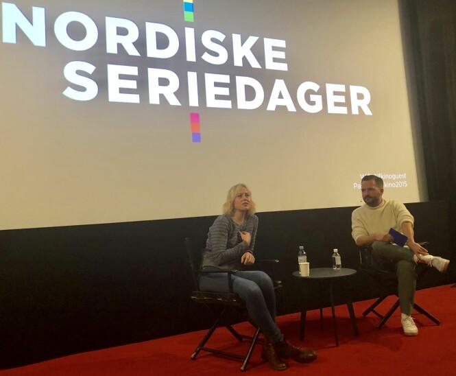 ÅPENHJERTIG: Skuespiller Ingrid Bolsø Berdal i samtale med Hasse Hope under Nordiske Seriedager i slutten av september. FOTO: KK