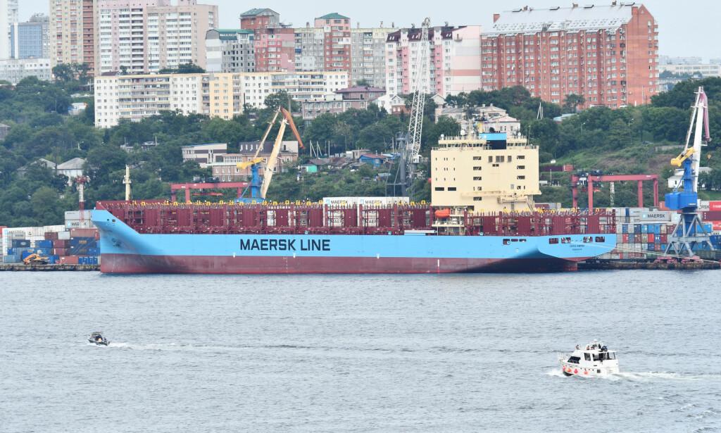 FØR ARKTIS: Venta Maersk lå til kai i Vladivostok før skipet startet sin reise i Arktis. Foto: NTB Scanpix