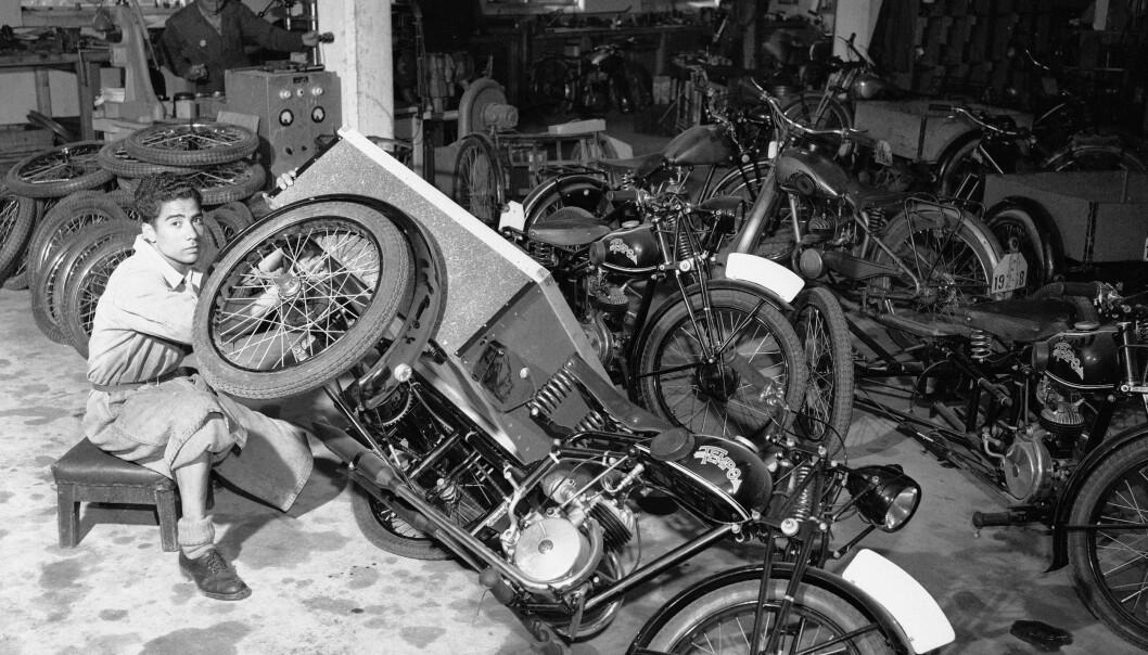 <strong>Motorsykkel:</strong> Selv om Øglænd var en sykkelfabrikk, kunne mange av delene også brukes til datidens motorsykler. Foto: Sverre A. Børretzen / Aktuell / NTB Scanpix