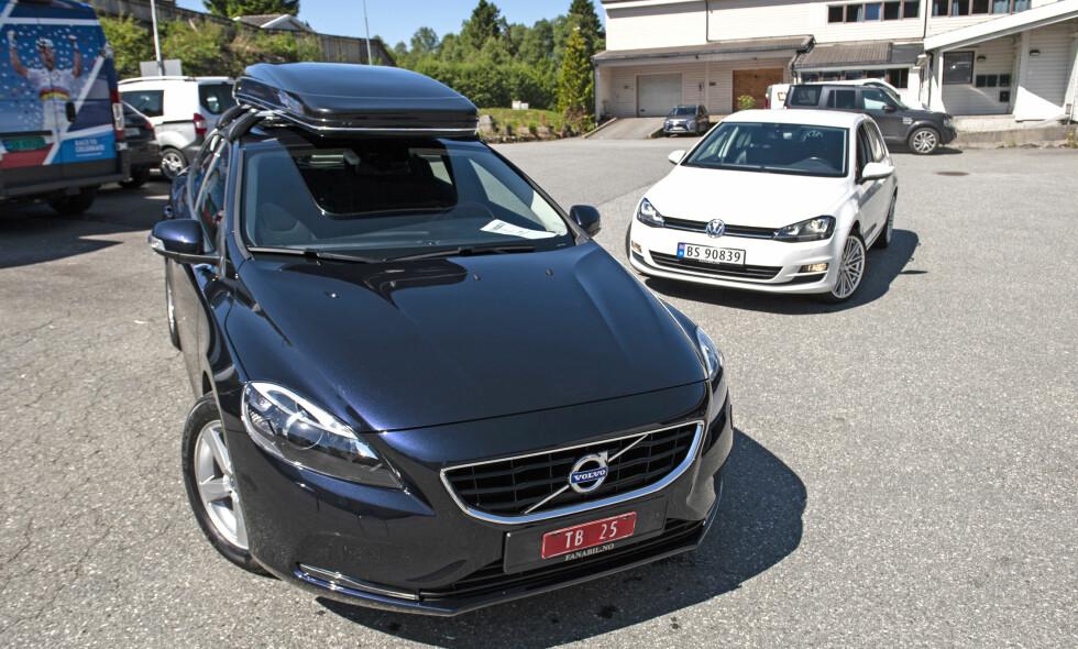 KOMBIKAMPEN: Brukt Volvo V40 (t.v) eller VW Golf? De har begge sine styrker. Vi har testet dem. Alle foto: Kaj Alver