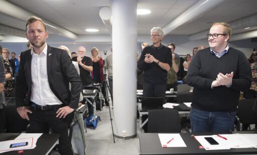 DEBATT: SV-leder Audun Lysbakken mener det er riktig å ta debatten om bompenger i partiet. Her sammen med Eirik Faret Sakariassen under et landsstyremøte nylig. Foto: Terje Pedersen /NTB Scanpix.
