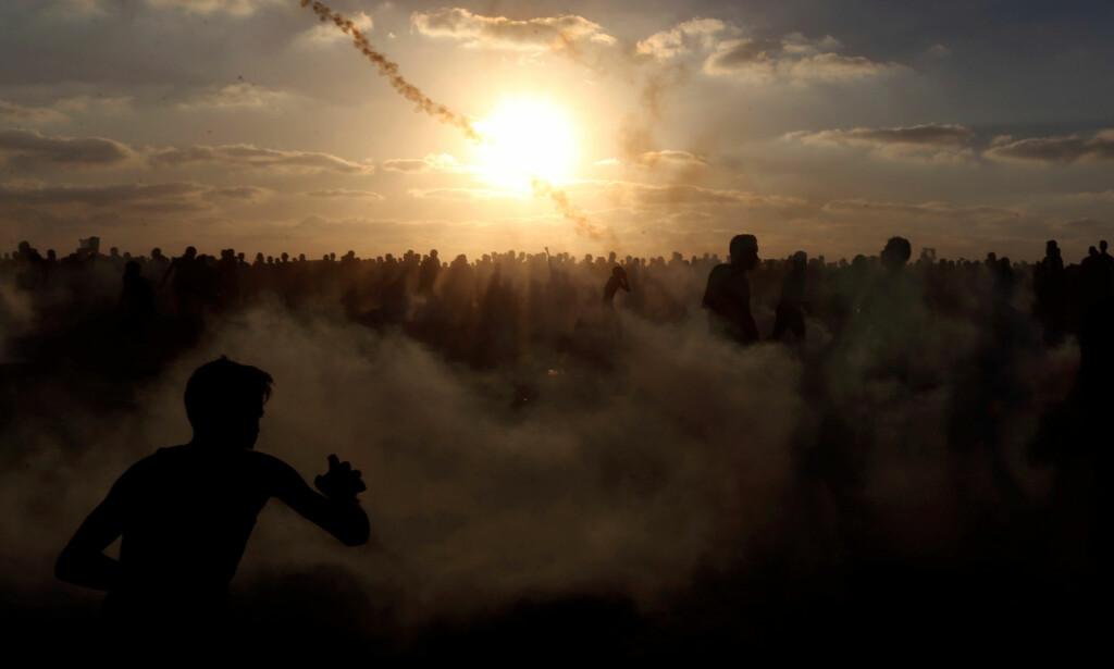 FRUSTRASJON: De siste ukene har demonstrasjonene i Gaza blitt større igjen. Innbyggerne blir stadig mer frustrert, da de vet at UNWRA snart er tomme for penger, som igjen medfører at skoler må stenges og livsnødvendig matutdeling vil stoppe. Foto: Ibraheem Abu Mustafa / Reuters / Scanpix