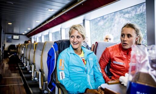 DISKUSJONER: Kathrine Harsem, her sammen med Ragnhild Haga, mener det er enklere å snakke med de andre skijentene om problemer nå, men at er vanskelig å ta diskusjonen med landslagstreneren. Foto: Christian Roth Christensen / Dagbladet