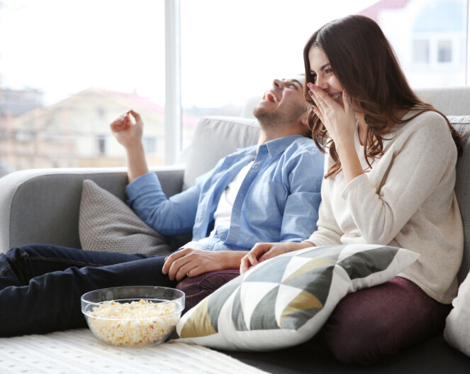 TV-SERIER: Det å se TV-serier sammen med kjæresten er bra for forholdet. Finn en god serie dere begge liker og se den kun sammen. Foto: Shutterstock